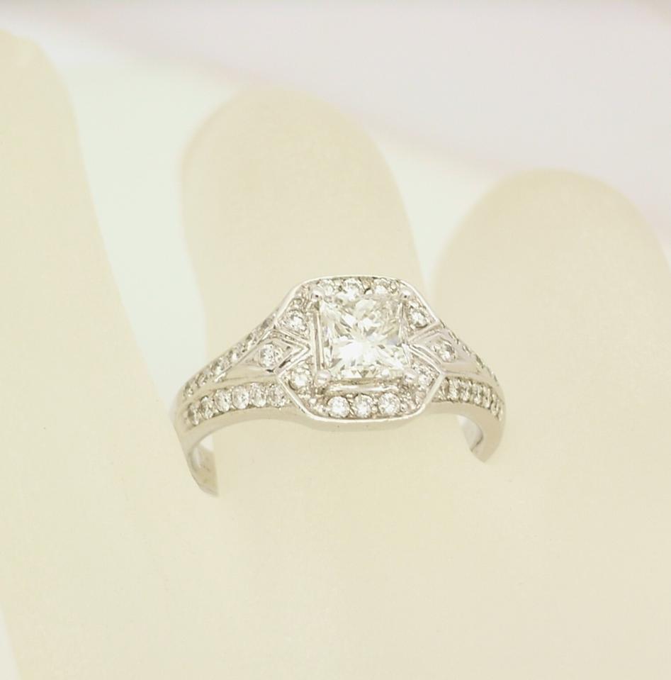 G23495 Diamond Ring