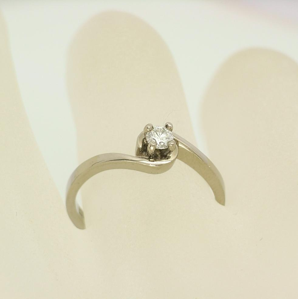 R10726 Solitaire Ring