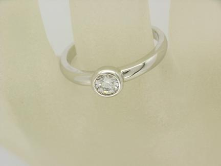R10865 Solitaire Ring