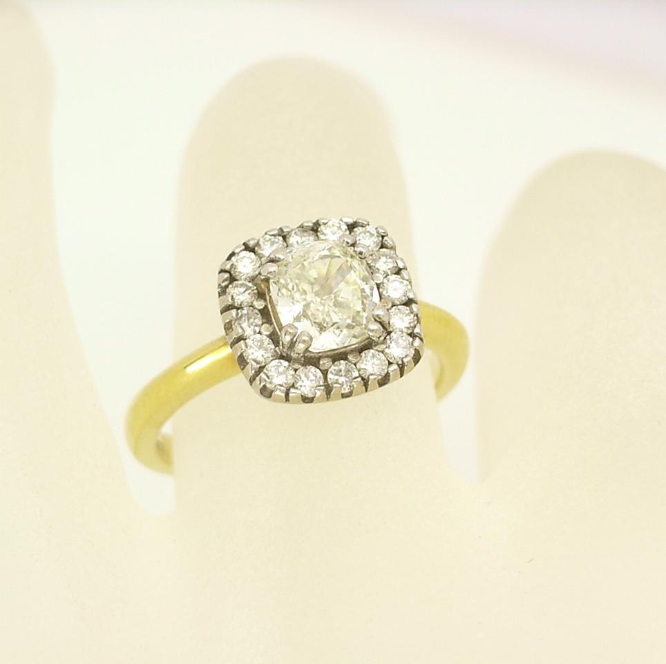 R10894 Cushion Cut Diamond