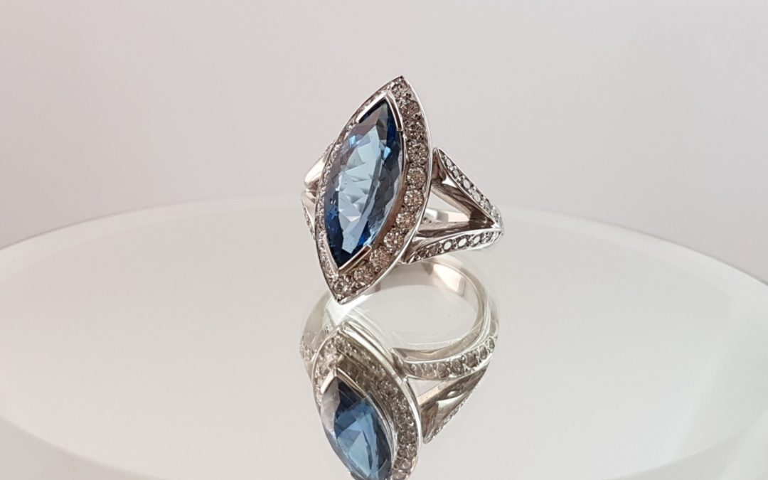 R11096 Aquamarine & Diamond Ring
