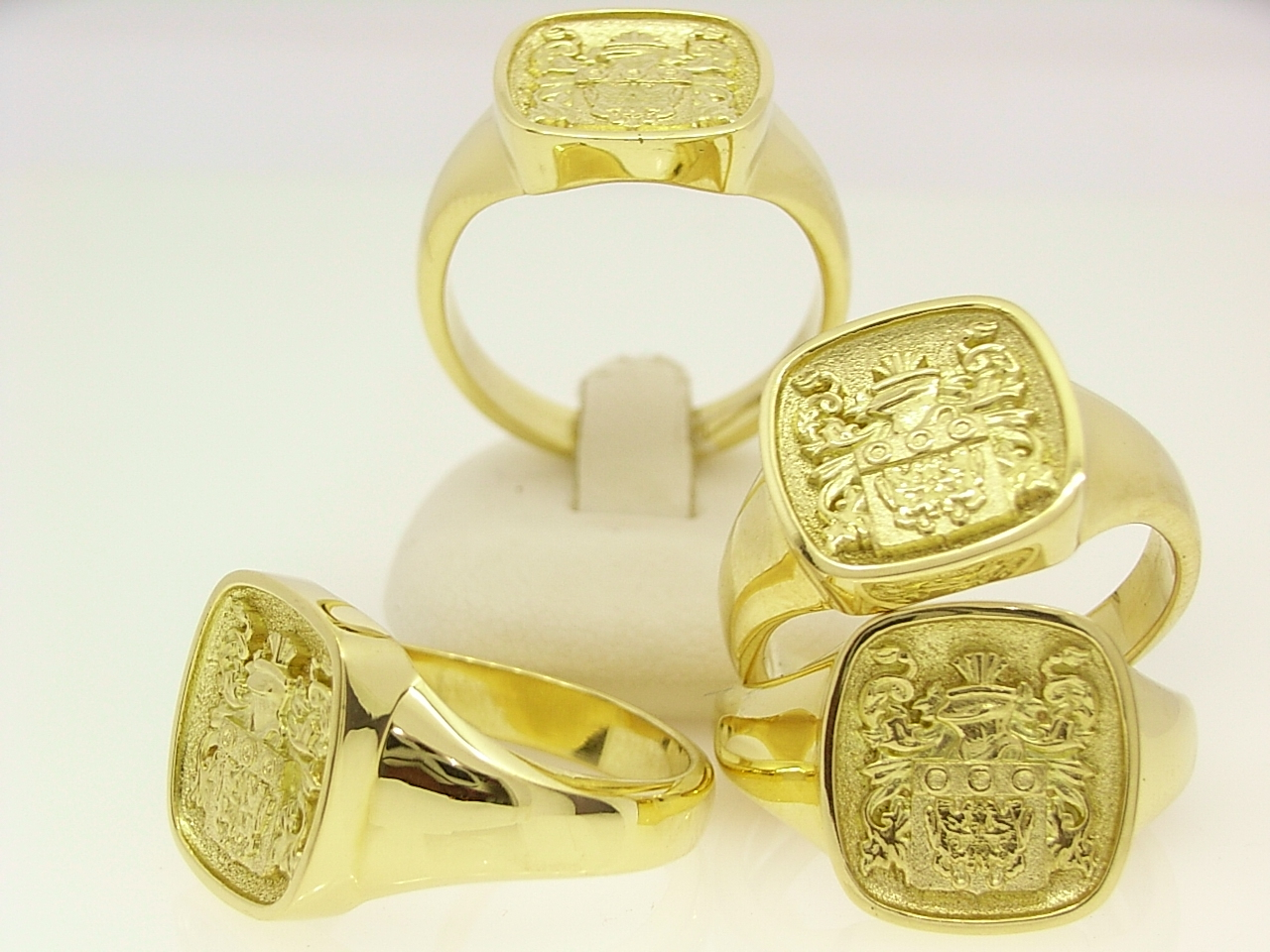 custom family crest rings