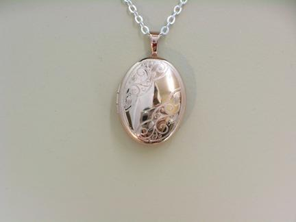 G27613 - Rose Gold Oval Locket