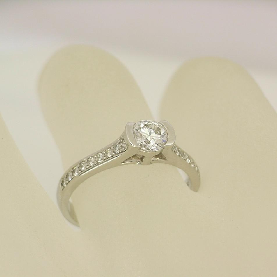 R10929 Platinum Ring