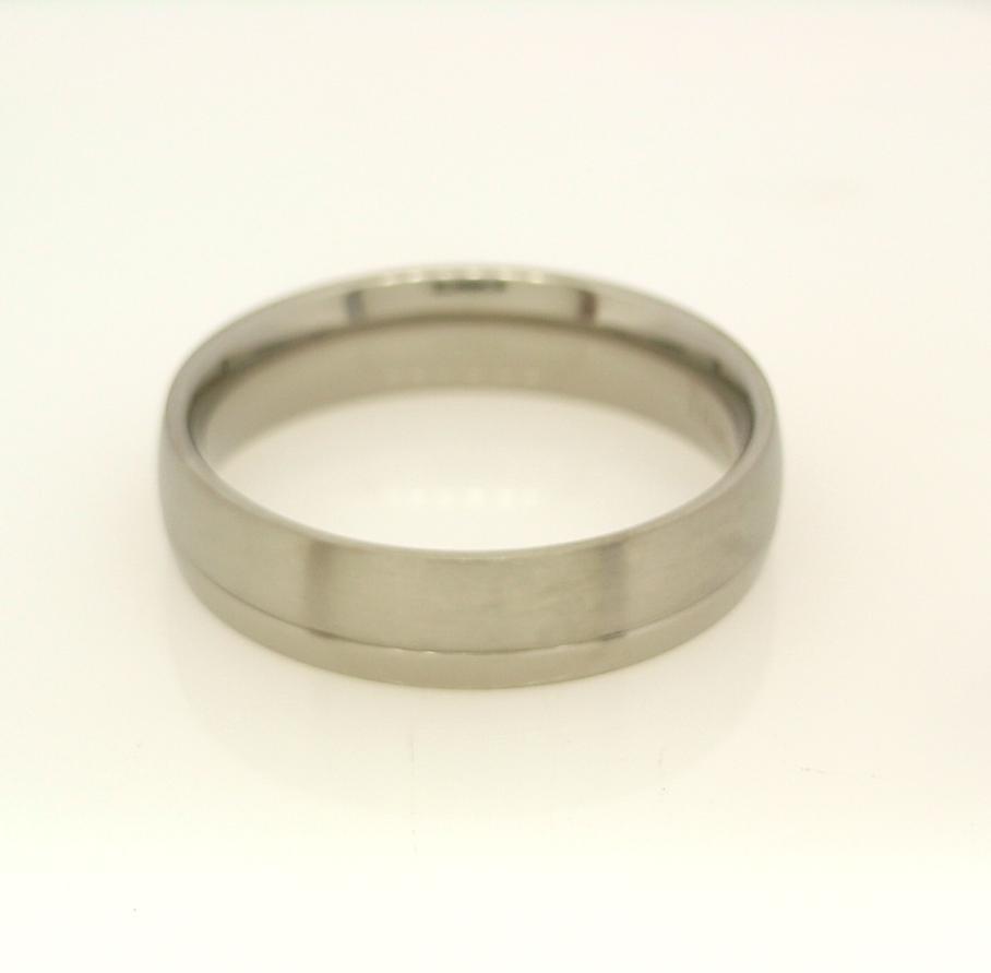 R11245 Titanium Ring