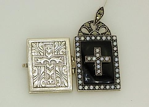 G25242 - Bible Style Locket