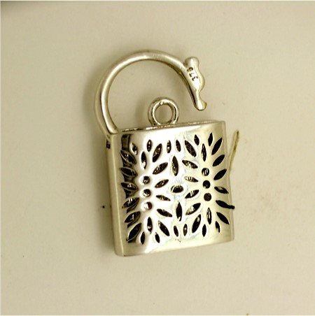 G30404 - 9ct white gold square padlock