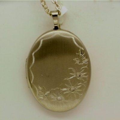 G30618 - 9ct White Gold Oval Locket