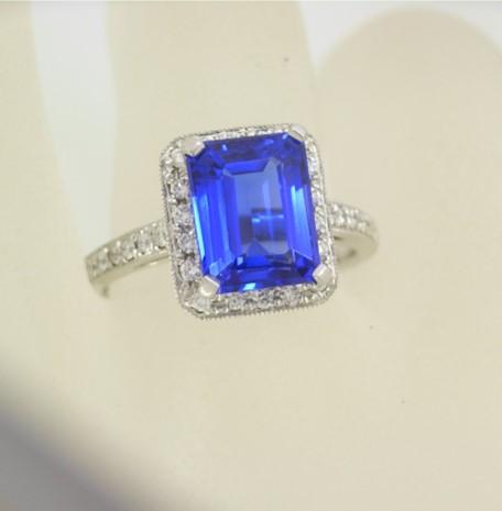 R11311 Emerald Cut Tanzanite