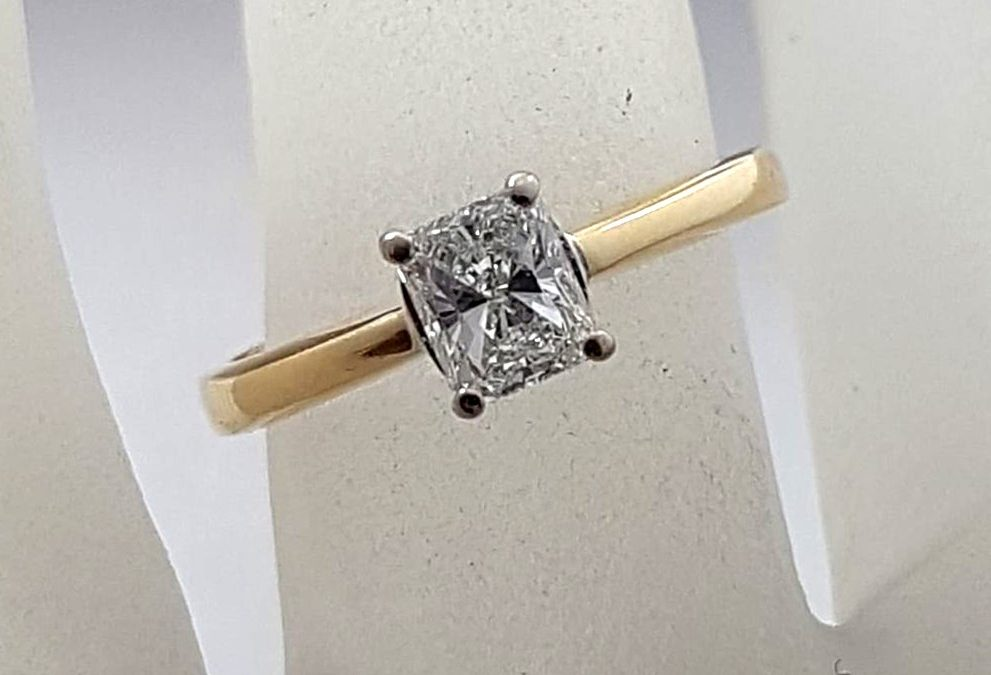 R11589 Diamond Ring